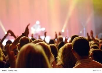 352/15 Oslo: Konzertabbruch nach einem Song – erste Reihe schuld?!