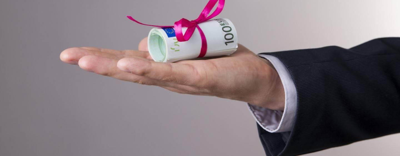 222/17 Betriebsausgabe: Geschenk plus Einkommensteuer