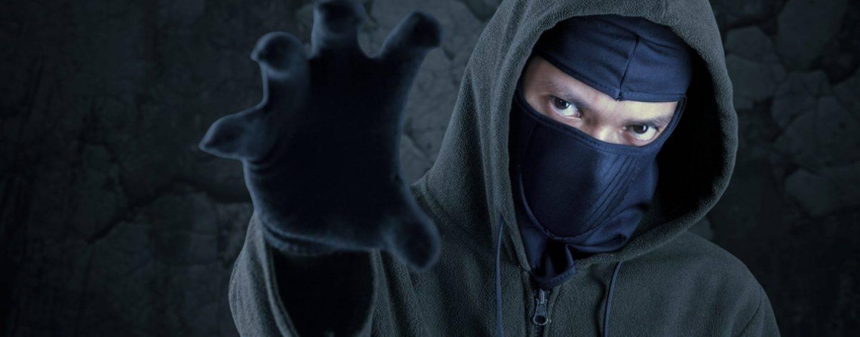 342/16 Hessen: Maskierte überfallen Security bei Seefest