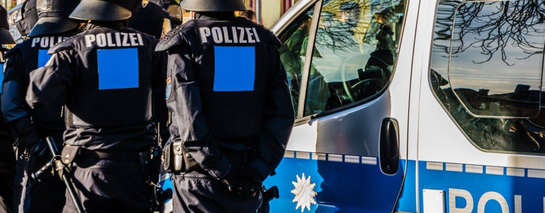 141/18 Bremen: Hochzeitsfeier gerät aus den Fugen, 100 Beamte im Einsatz